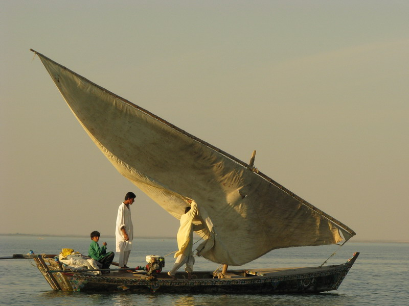 Image of Pakistani fishermen at sea